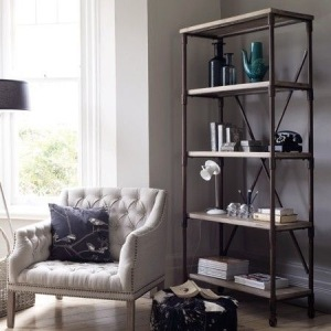 Minimalist Bookshelf: Simple, clutter free styling.